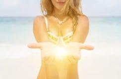 Luz en la palma de las manos Fotografía de archivo libre de regalías