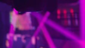 Luz en un club nocturno almacen de metraje de vídeo