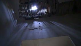 Luz En Un Viejo Cuarto Oscuro Metraje Stock– 56 Luz En Un Viejo ...