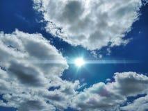 Luz entre las nubes foto de archivo