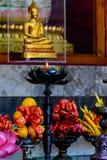 Luz esperanzada antes de Buda Foto de archivo