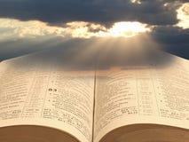 Luz espiritual de la biblia para la humanidad foto de archivo