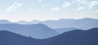 Luz fría del día sobre las montañas escocesas fotos de archivo