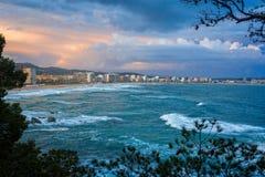 Luz hermosa de la puesta del sol sobre el océano español imagen de archivo libre de regalías