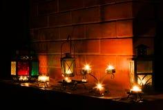 Luz hermosa de los candels en la chimenea Imagenes de archivo