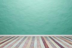 Luz interior vazia - sala verde com assoalho de madeira, para a exposição o Fotos de Stock Royalty Free