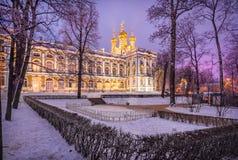 Luz lilás da noite perto de Catherine Palace fotografia de stock