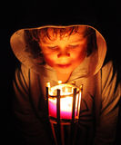 Luz mágica com rapaz pequeno fotos de stock