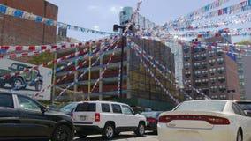 Luz Manhattan del sol del día de verano de New York City que parquea 4k los E.E.U.U. metrajes