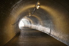 Luz na extremidade do túnel Fotos de Stock Royalty Free