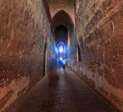 A luz na extremidade do túnel velho do tijolo Fotografia de Stock Royalty Free