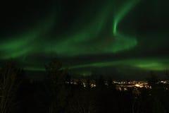 Luz norteña sobre Leknes en Lofoten Fotos de archivo