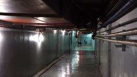 Luz oscura en el sótano misterioso del silencio del punto culminante del final, luz oscuro del vestíbulo metrajes