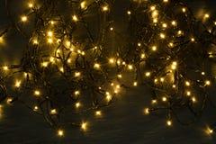 Luz ou Garland Lights de Natal no fundo natural fotografia de stock