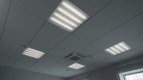 Luz por intervalos manejada en sitio de la oficina metrajes