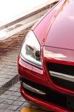 Luz principal del coche moderno rojo Fotografía de archivo libre de regalías