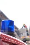 Luz que contellea azul del coche de bomberos Imagen de archivo libre de regalías