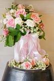 Luz - ramalhete cor-de-rosa com a rosa do rosa e do branco imagens de stock royalty free