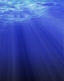 Luz solar através da água Imagens de Stock Royalty Free