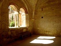 Luz solar através dos archs imagem de stock