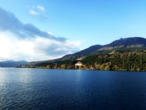 Luz solar da nuvem da montanha do céu do lago fotografia de stock royalty free