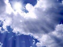 Luz solar entre as nuvens Imagem de Stock