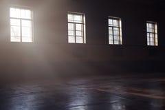 Luz solar na escuridão Fotografia de Stock Royalty Free