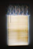 Luz solar nas cortinas de indicador Fotos de Stock