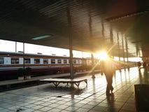 Luz solar no estação de caminhos-de-ferro Fotos de Stock Royalty Free