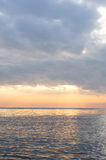 Luz solar que brilha no mar Fotos de Stock