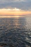 Luz solar que brilha no mar Fotos de Stock Royalty Free