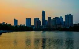 Luz solar que reflete fora de Austonian Austin Town Lake Summer Sunset imagem de stock royalty free