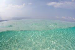 Luz solar que Rippling sobre a areia debaixo d'água Fotografia de Stock Royalty Free