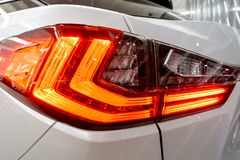 Luz trasera, linterna del coche lujoso prestigioso moderno Primer, vista macra del faro del ` s del coche del xenón del LED, lint imagen de archivo libre de regalías