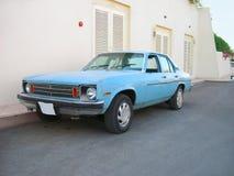 Luz velha - carro azul Fotografia de Stock
