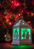 Luz verde de la linterna de la Navidad Fotos de archivo libres de regalías