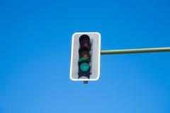 Luz verde do semáforo sobre Fotos de Stock