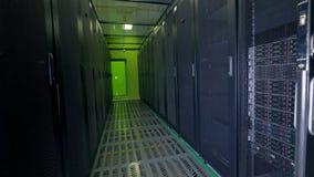 Luz verde en el extremo de un trastero de los datos almacen de video