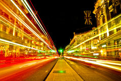 A luz verde na distância e na noite de Londres ilumina-se Fotografia de Stock