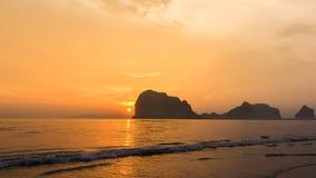 Luz y mar de la puesta del sol Imágenes de archivo libres de regalías