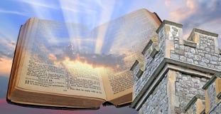 Luz y torre de la biblia Fotos de archivo
