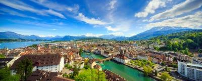 LUZERN, ШВЕЙЦАРИЯ - 20-ОЕ МАЯ 2016: Панорамный взгляд верхней части Luzern Стоковая Фотография
