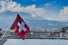 Luzerne-cityscape Zwitserse vlag Stock Afbeeldingen