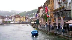 LUZERNE, die SCHWEIZ - Ansicht um Lucern die Schweiz am regnerischen Tag stock video