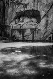 LUZERNE, DIE SCHWEIZ - 3. JUNI 2017: Das Schwarzweiss-Foto von Lowendenkmal, Lion Monument, der die sterbende Löwestatue ist Stockfotos
