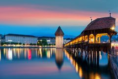 luzerne Image de la luzerne, Suisse pendant l'heure bleue crépusculaire Image libre de droits