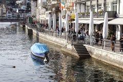 Luzerne, Suisse -23 en décembre 2017 : bâtiments de la ville le long de la luzerne de lac La luzerne est une ville au central photographie stock