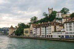 Luzerne, Svizzera - 23 agosto 2010: Torre di vecchio muro di cinta a Fotografia Stock Libera da Diritti