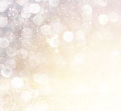 Luzes abstratas brancas do bokeh da prata e do ouro Fundo Defocused Fotografia de Stock