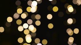 Luzes borradas dos chtistmas sobre o fundo escuro video estoque
